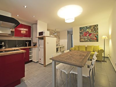 Photo for Charming apartment, ideal location, Nîmes (3 pers / 40m²)