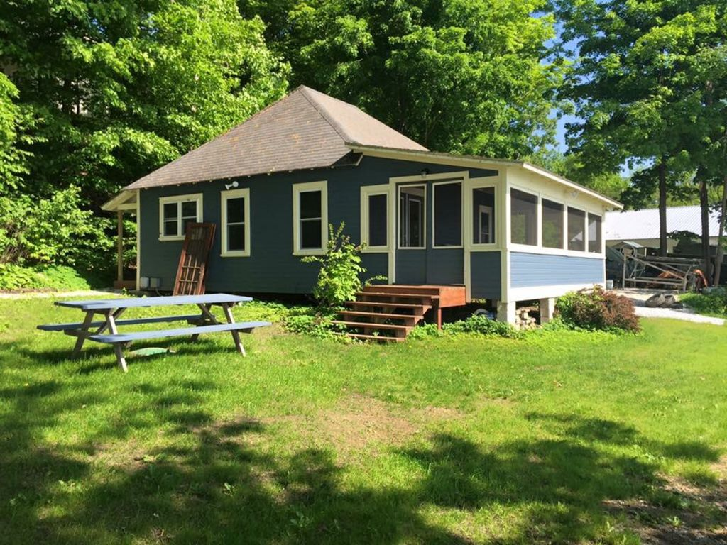 waterfront camp on lake champlain with private dock mooring no rh vrbo com lake champlain cottage rental lake champlain cottage rentals ny