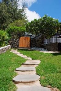 walk way leading up to cottage, private entrance, seperate from the main house !