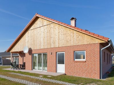 Photo for 4-room-house with 2 bathrooms, sauna, fireplace, garden, 500m to the beach
