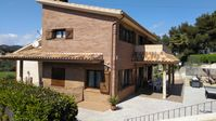 Large and comfortable Villa with excellent facilities and host!