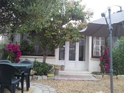 Photo for air-conditioned house, well equipped, veranda, jacuzzi, quiet garden, close to everything