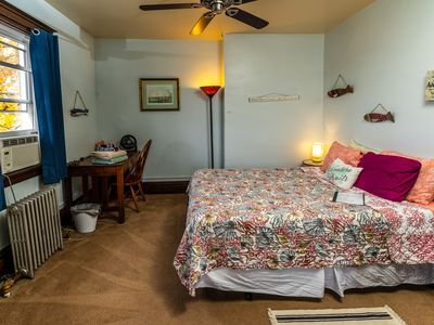 Photo for Private Second Floor 1 bedroom apartment w/futon, walk to public transportation