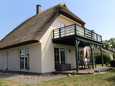 Photo for Comfortable thatched cottage with fireplace and large terrace at Fischland-Darss