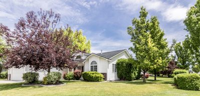 READY IN MERIDIAN.. RELO SPECIALISTS, GOLF COURSE COMMUNITY