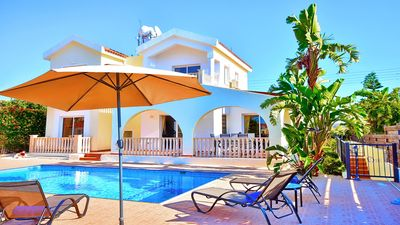 Photo for Beautiful villa with private pool in an ideal location of Coral Bay.