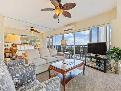 Ultra Spacious Home Away from Home w/Free WiFi, Full Kitchen–Waikiki Shore #718