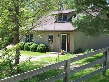 Tappan Lake Area: Sunny, peaceful Cottage with Fishing Pond on 13 Gorgeous Acres