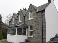 Lovely well equipped cottage with stunning views over the loch
