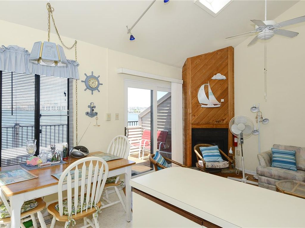 Beautiful panoramic view of north & south Ocean City from this 3rd floor bay front unit