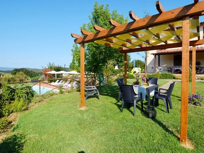 Photo for Cosy apartment in villa for 5 people with pool, WIFI, A/C, TV, pets allowed and parking
