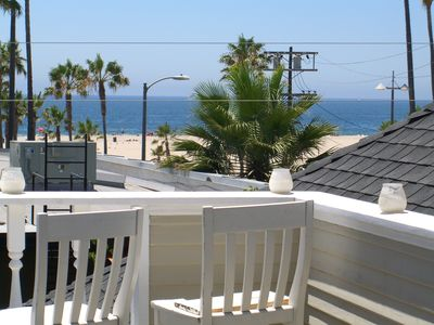 20 steps to the Venice Boardwalk and the beach..Ocean views.