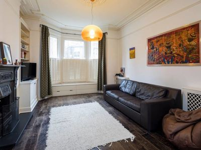 Photo for Charming 2 bed apartment in Queen's Park w/garden.
