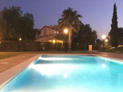 Photo for Lovely golf villa with pool, table tennis, & free wifi, close to Club House