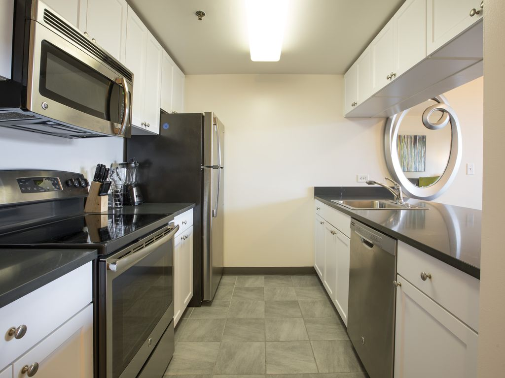 Luxury River Street 1BR Minutes From NYC