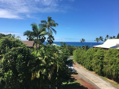 Photo for Cute 1 bed with Ocean View across from Turtle beach close to Kona & White Sands