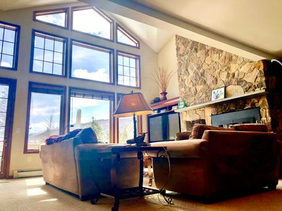 Gorgeous Stone Hill Townhome in the heart of Bretton Woods. Luxury home with great views, huge kitchen, fireplace, Jacuzzi tub and free shuttle to skiing and Mt Washington Hotel. Close to hiking, Santa's Village, StoryLand and countless attractions! COVID SPECIAL RATES AND POLICIES IN EFFECT