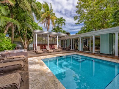 Casa Margarita: Amazing Location W/ Private Pool, Huge Deck & Private Parking