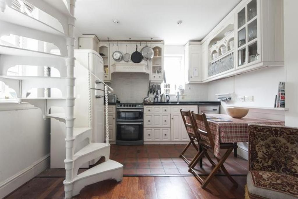 London Home 108, Rent Your Dream Holiday Home in One of London's most Prestigious Areas - Studio Villa, Sleeps 4