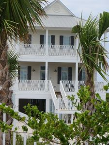 Photo for Tide Together Family Ready...Well-Appointed, 2 Master Bedrooms, Sleeps 14