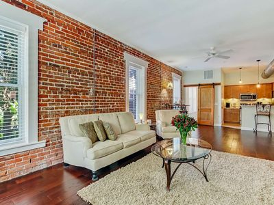 Large Renovated Loft! 5 min Walk to Dining, Patio w/Grill & Fire Pit, Free Wifi