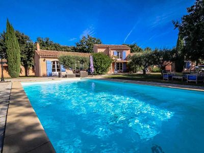 Photo for Superb holiday villa in Mazan, near Carpentras, with heated pool