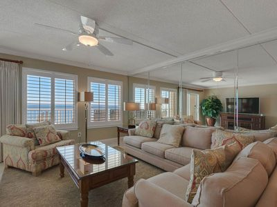 Photo for Gorgeous, updated condo, Beach service included, Minutes to dining