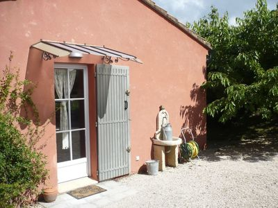 Photo for Peaceful cottage at the foot of Mont Ventoux