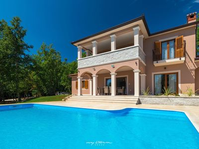 Photo for Beautiful villa with pool in Pazin