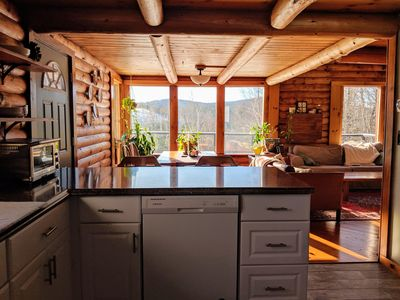 Cozy & Bright Log Cabin just 8 minutes from Okemo Mountain