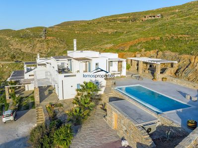 The villa and the private pool