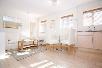 Photo for 1 bed Flat in Chelsea off the Kings Road Sleeps 4!