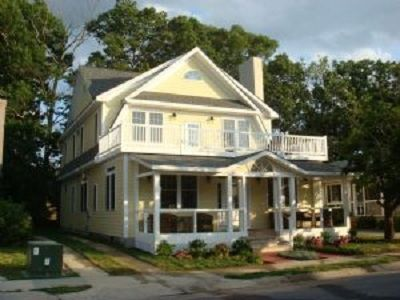 Photo for 6 Bedroom House - 5 blocks to beach