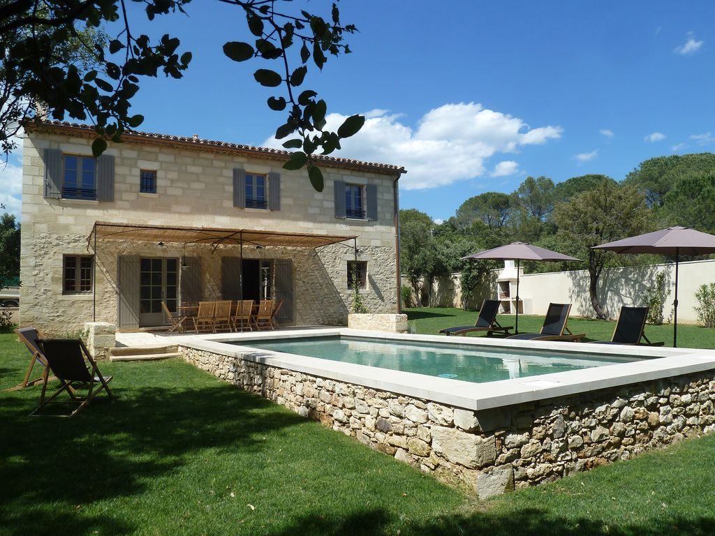 Maison de caract re avec piscine privative chauff e uz s for Le petit jardin uzes