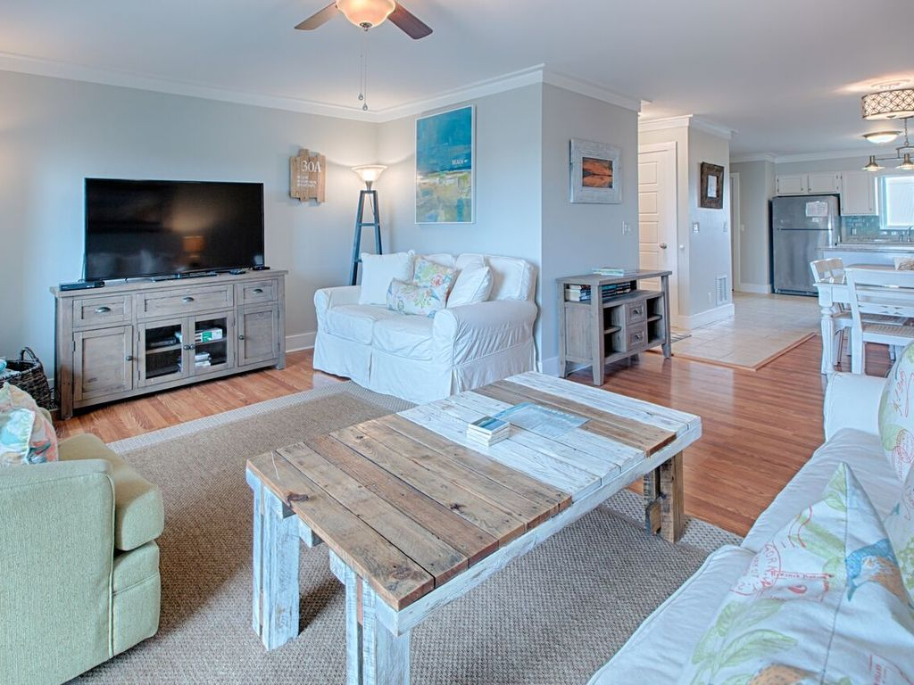 Crazy Toes Gulf View Condo 100 Ft From Beach Comm Pool Poolside Balconies Share Blue Mountain