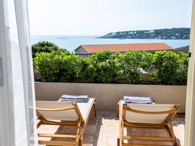 Photo for Newly renovated townhouse  w/ garden and sea-view for 4 guests in old Antibes