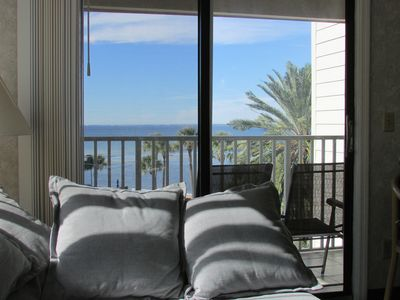 Photo for 2BR/2BA, facing the sparkling waters of Tampa Bay, 10% discount for 7 day stay