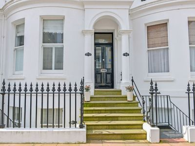 Photo for Apartment Hartington  in Eastbourne, South - East - 2 persons, 1 bedroom
