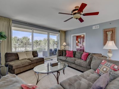 Photo for Inviting penthouse w/Gulf and beach views, shared pool, snack bar, and more!