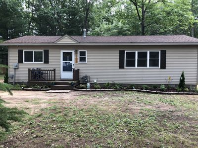 Modern 2 bedroom home walking distance to Houghton lake. Clean and New.