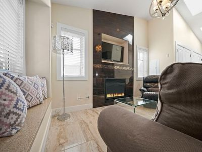 Photo for 5 STAR Getaway Near Buses and Skytrain. Downtown in minutes. Air Conditioned