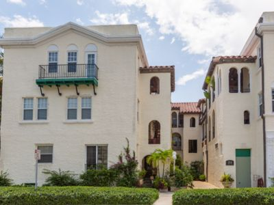 Photo for Romantic Sunshine 1bd/1ba with❤️ 1 block to Ocean, 2 blocks from Breakers