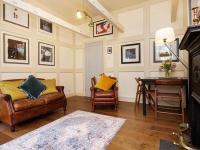 Photo for Traditional English and naturally bright apartment in Bloomsbury (Veeve)