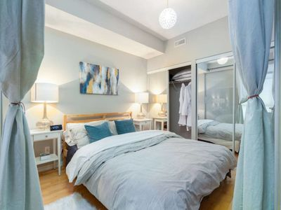 Photo for Luxury 1BR + Easy Parking + CN Tower, MTCC