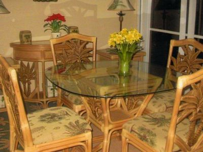 Front enclosed lanai w/ table