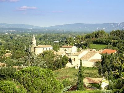 Photo for Near Avignon villa with pool and panoramic views (cleaning and linen provided)