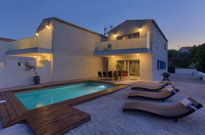 Beautiful newly built holiday house with swimming pool - 1