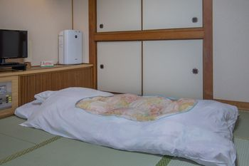 Kaneyoshi Ryokan Near Shinsaibashi Ping Arcade Riverside Special Traditional Room Japanese Futon Up To 3 S