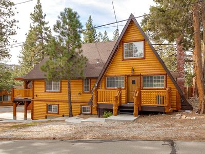 Photo for Beautiful! Close to Lake and Village. Romantic Fireplace. BBQ.