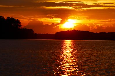 Stunning Sunsets! Priceless! Low-Traffic Area of Lake 4 Fun & Peaceful Vacation!